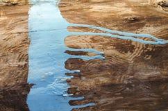 Gemalter hölzerner Hintergrund Streifen der blauen Farbe auf Holz Oberfläche des alten Holzes Farbe vorbei mit Blau Flecken der b Stockfotografie