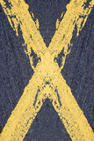 Gemaltes gelbes Kreuz Lizenzfreies Stockbild