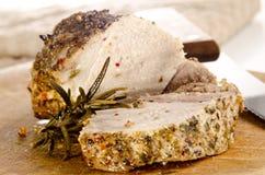 Gemarineerd varkensvlees en organische rozemarijn stock foto