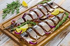 Gemarineerde Filets van Verse Atlantische die makreelvissen in plakken worden gesneden stock foto