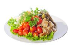 Gemarineerde groenten op een plaat Stock Afbeelding