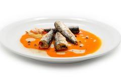 Gemarineerde makreel in tomaat souce Stock Foto's