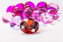 gemas coloridas no fundo branco Fotografia de Stock Royalty Free