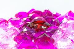 gemas coloridas no fundo branco Imagem de Stock