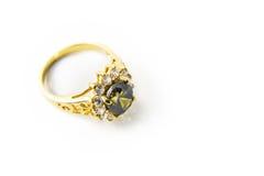 Gemas y anillo de oro preciosos Fotografía de archivo