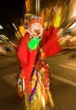 Gemaskeerde danser bij een nachtfestival in Japan Stock Afbeelding