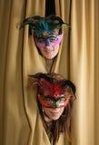 Gemaskeerde meisjes bij theater Royalty-vrije Stock Foto's