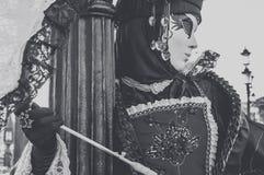 Gemaskeerde vrouw in Venetië Carnaval Stock Afbeeldingen