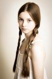 Gembermeisje met blauwe ogen en vlechten stock foto's
