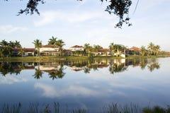 Gemeenschap rond een meer in Florida Royalty-vrije Stock Afbeeldingen