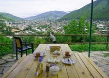 Gemeenschappelijk Azerbeidzjaans Ontbijt in Sheki stock afbeelding