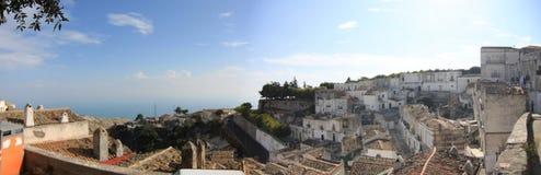 Gemeenschappelijk panorama van Monte Sant 'Angelo Foggia Italy stock foto's