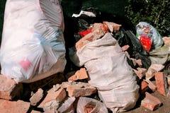 Gemeentelijk afval en de bouwvuilnis Royalty-vrije Stock Foto's