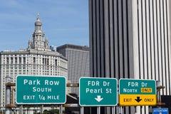 Gemeentelijke de Bouw en de richtingspanelen van Manhattan Royalty-vrije Stock Fotografie