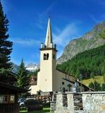 Gemeinde-Kirche in der Mitte von Rhemes Notre Dame lizenzfreie stockbilder