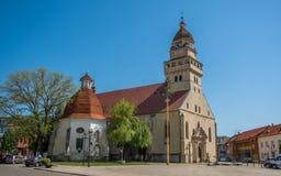 Gemeinde-Kirche St Michael und Kapelle von St Ann, Skalica, Slowakei lizenzfreie stockbilder