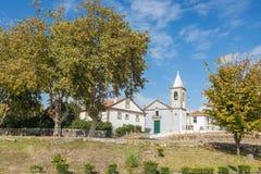 Gemeinde-Kirche von Canidelo, weiße Gebäudearchitektur mit keramischen Mosaikfliesen Stockbild