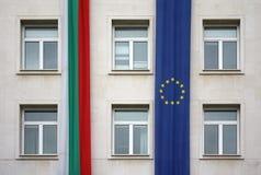 Gemeinschafts- und Bulgarien-Markierungsfahnen, Sofia lizenzfreie stockfotos