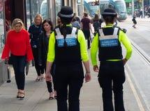 Gemeinschaftsschutz-Offiziere auf Patrouille in Nottingham lizenzfreie stockfotos