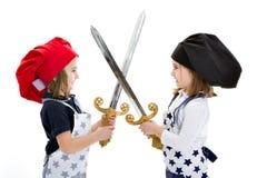 Gemella i bambini in una concorrenza del cuoco unico matrice immagine stock libera da diritti