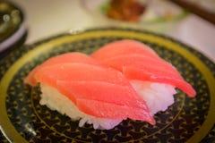 Gemello del pesce dei sushi con wasabi in ristorante Immagine Stock Libera da Diritti