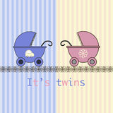 Gemelos de la tarjeta de llegada del bebé Foto de archivo libre de regalías