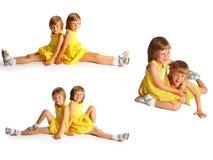 Gemelos de las hermanas en alineadas amarillas 3 fotos Fotografía de archivo