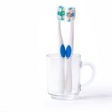 Gemelos del cepillo de dientes en vidrio Imagen de archivo