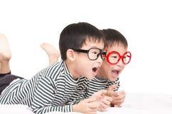 Gemelos divertidos Imagenes de archivo