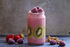 Gemengd fruit smoothie stock afbeelding
