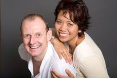 gemengd huwelijk paar van Aziatische vrouw en Europees Stock Afbeeldingen
