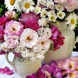Gemengde Bloemenvertoning royalty-vrije stock afbeeldingen