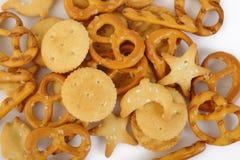 Gemengde crackers op wit Royalty-vrije Stock Fotografie