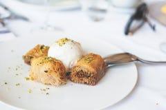 Gemengde Griekse desserts Baklava, Kadaif Royalty-vrije Stock Fotografie