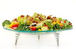 Gemengde groene salade met rundvleesvlees stock foto's