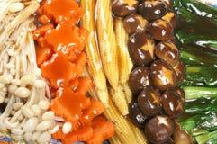 Gemengde groenten en saus Stock Fotografie