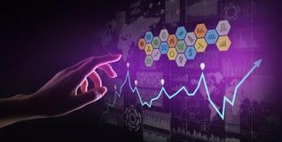 Gemengde media, Bedrijfsinformatieanalytics Pictogrammen, grafieken en grafieken op het virtuele scherm Investering en handelconc royalty-vrije illustratie