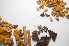 Gemengde noten met chocolade Royalty-vrije Stock Foto's