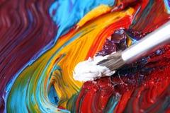 Gemengde olieverf met penseel Royalty-vrije Stock Foto's