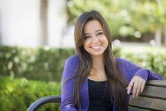 Gemengde Ras Vrouwelijke Student Portrait op Schoolcampus Royalty-vrije Stock Foto's