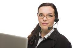 Gemengde Rasreceptionnist In Front die van Computer Telefoonhoofd dragen Stock Afbeeldingen