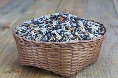 Gemengde rijst in bamboemand Royalty-vrije Stock Fotografie