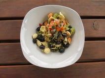 Gemengde salade in een schotel Royalty-vrije Stock Foto