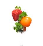 Gemengde salade op vork Royalty-vrije Stock Afbeeldingen