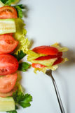 Gemengde salade op vork Stock Foto