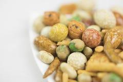 Gemengde snacksrijst, noten en slabonen Stock Foto