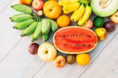 Gemengde vruchten met de sinaasappel van de appelbanaan en andere Stock Foto