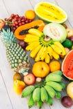 Gemengde vruchten met de sinaasappel van de appelbanaan en andere Stock Afbeeldingen