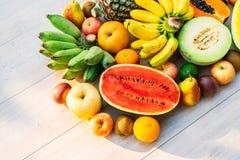 Gemengde vruchten met de sinaasappel van de appelbanaan en andere Royalty-vrije Stock Foto