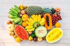 Gemengde vruchten met de sinaasappel van de appelbanaan en andere Royalty-vrije Stock Afbeelding